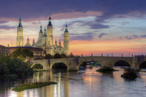800px-Basilica_of_Our_Lady_of_the_Pillar_and_the_Ebro_River,_Zaragoza
